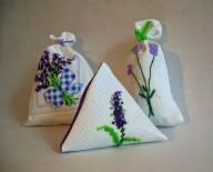 Lavendelsäckchen mit Krreuzstich oder frei bestickt