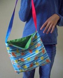 Bunte Tasche mit Knöpfen